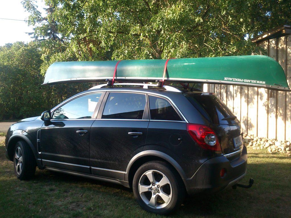 Transport eine Kanus auf dem Auto
