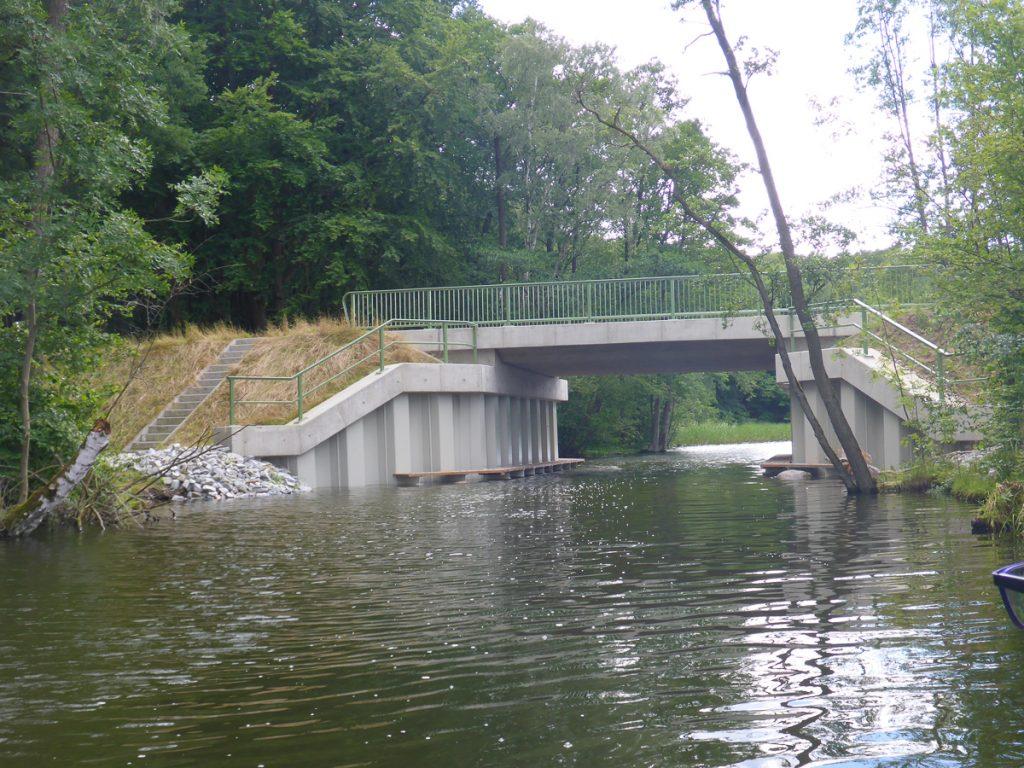 Rastmöglichkeit hinter der Brücke - Klenzsee